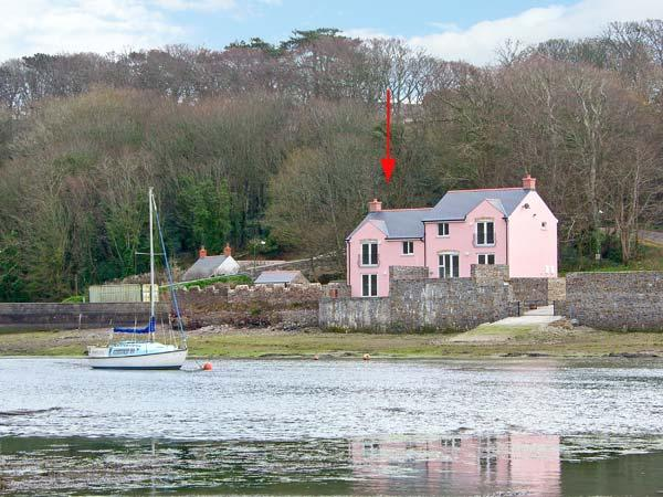 GOLDFINCH, waterside property, luxury accommodation, en-suites and patio, Ref 14394 - Image 1 - Milford Haven - rentals