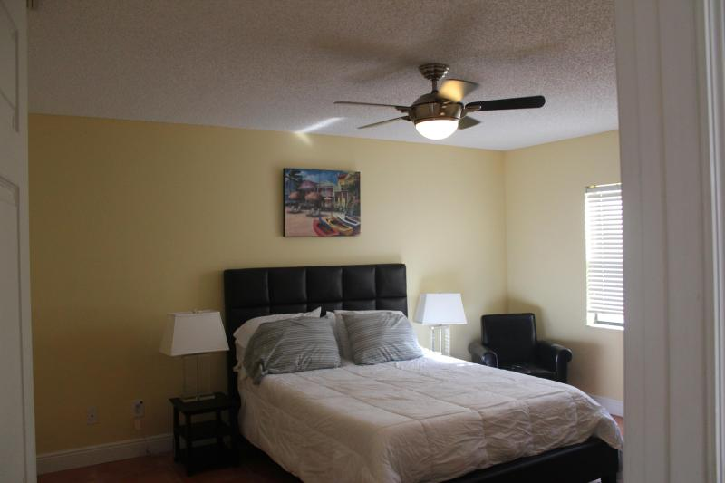 Master Bedroom With Small Sitting Area - Sunny Cocoa Beach 2 Bedroom Condo Walk to Pier & B - Cocoa Beach - rentals