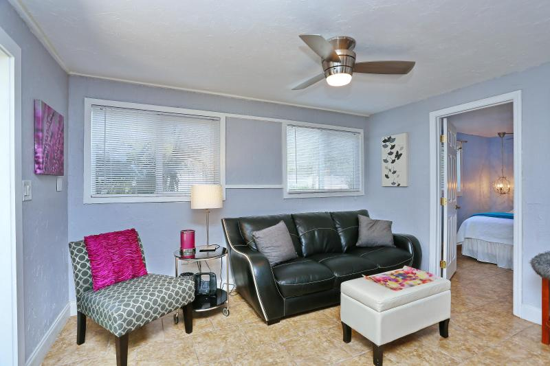 Living Room - Siesta Key 2/1 Updated Modern/Contemporary Decor - Siesta Key - rentals