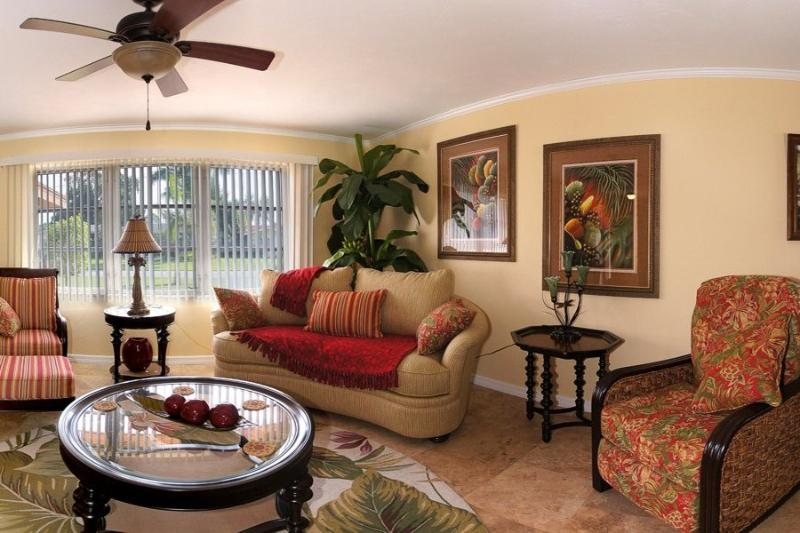 Family Room - Canalfront House Normandy with Pool - Cape Coral - rentals