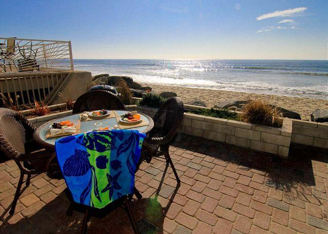 Condo on the Beach, 2br, 2ba, spa, oceanfront balcony and patio - Image 1 - Oceanside - rentals