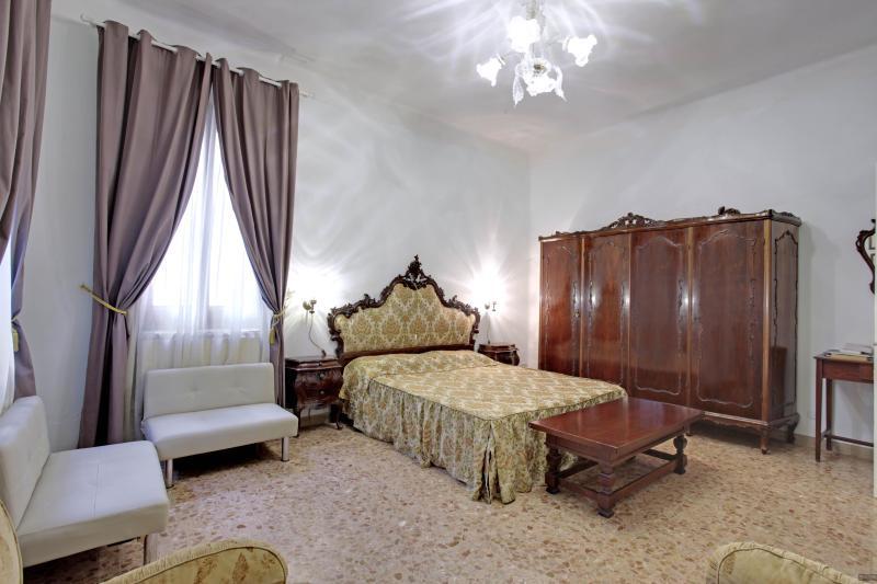 Suite Brown   | Queen House Garden | Venice Apartment - BIENNALE - Queen House Garden - Internet FREE - City of Venice - rentals