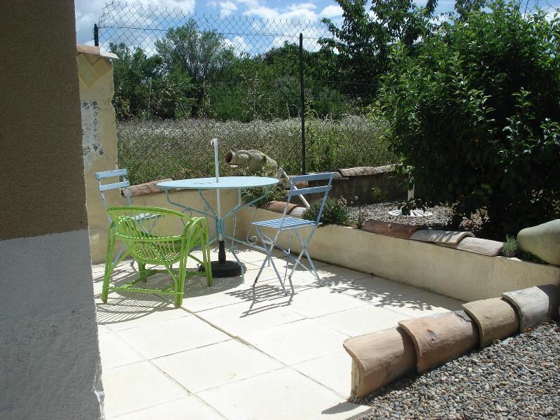 Private terrace - Small cottage nearby Mt Ventoux/ Garden - Carpentras - rentals