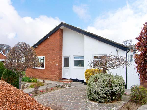 AVALON ground floor semi-detached cottage , near beach, family friendly in Abergele Ref 13958 - Image 1 - Abergele - rentals
