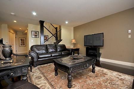 Well appointed living room. - Luxurious Victoria Inner Harbour Executive 3 Bedroom Townhouse - Victoria - rentals