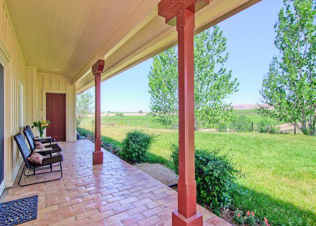 Front Porch - Vina Robles Vineyard Guesthouse at Pleasant Valley--As Tasteful as the Wine! - San Miguel - rentals