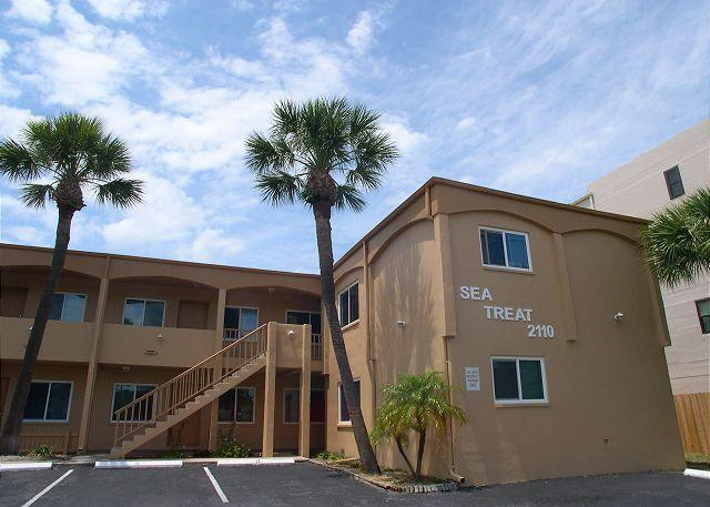Sea Treat Exterior - Sea Treat 11- 2 Bedroom Gulfside Condo -  Small Dog Friendly! - Indian Rocks Beach - rentals