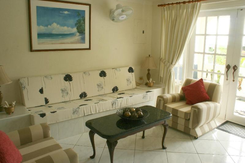 Annwin Apartment - Image 1 - Paynes Bay - rentals