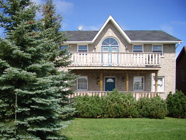 Front view - 5 Bdrm Collingwood Ski Chalet Blue Mtn.5 Min. Walk - Collingwood - rentals