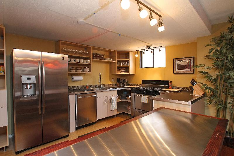 Elegantly Designed Kitchen. Fully equipped with high-end appliances. - The Fun House  - Live like a Local ! - Seattle - rentals