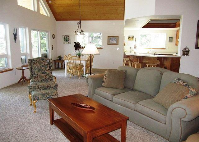 """""""Peak Retreat"""" a Blue Lake Springs home in the treetops awaiting your arrival - Image 1 - Arnold - rentals"""