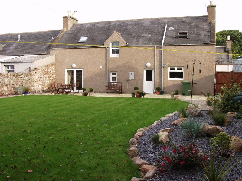 garden - Caberfeidh , Helmsdale, in the Scottish Highlands - Helmsdale - rentals