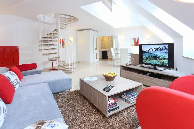 Living Room Area - Modern SUITE next to Vienna State OPERA #1 - Vienna - rentals