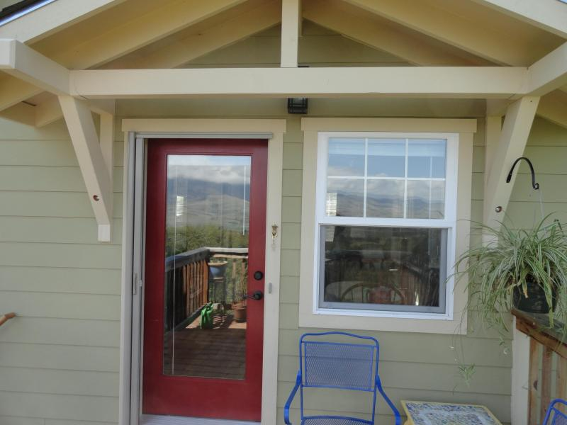 Front entry to the Cottage facing north - Affordable, Private Retreat for 2 with Great Views - Ashland - rentals