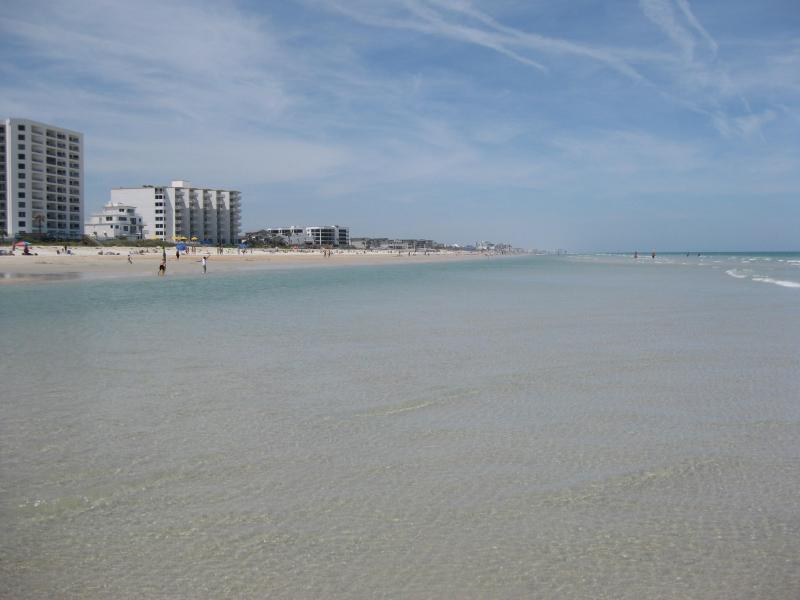 beautiful wide white sandy beach - SPRING BREAK  DEAL APRIL 11th-18TH     $700/WK - New Smyrna Beach - rentals