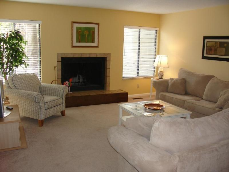 Living Room - Spacious 2 BR condo w/ Free Tennis! Palmetto Dunes - Hilton Head - rentals