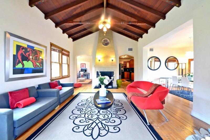 Living Room - Modern Mediterranean villa w/ great Lounge Garden - Coconut Grove - rentals