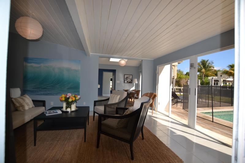 Waterfront with steps from the beach - Image 1 - Fort Lauderdale - rentals