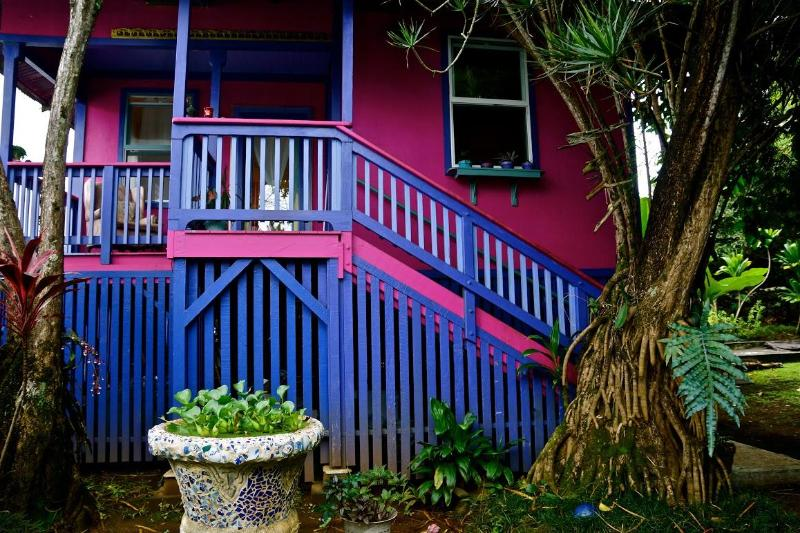 The Lotus Cottage is a jewel of a vacation spot - The perfect vacation stay in Downtown Hilo - Hilo - rentals