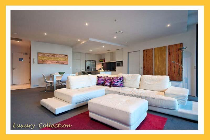 CIRCLE ON CAVILL – SURFERS PARADISE – HUGE 2 BED 2 BATH LUX SPA - Image 1 - Surfers Paradise - rentals