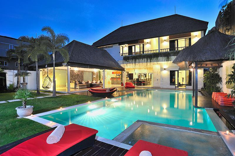 Your Paradise Home-Away-From-Home - BEST LOCATION NEXT TO SEMINYAK SQUARE! SLEEPS 10! - Seminyak - rentals