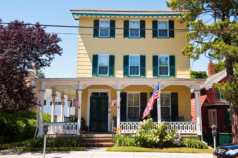 220 Perry Late June  2011 - Classic Seashore Rental 220 Perry Street Cottage - Cape May - rentals