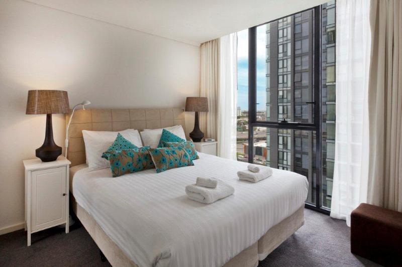 Southbank Bayviews serviced apartment king bedroom - StayCentral Bayviews pool tennis gym Casino shops - Melbourne - rentals