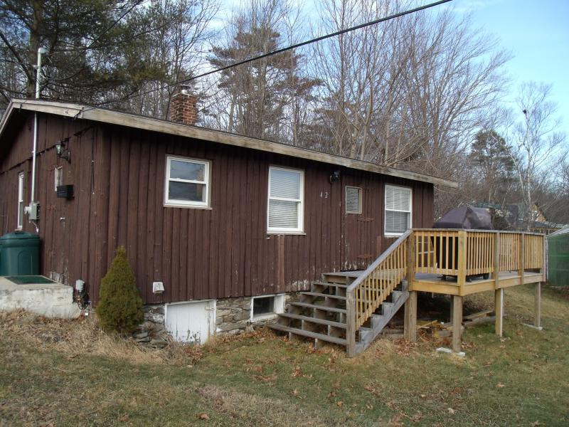 Two Bedroom Log Cabin Close To Town. - Image 1 - Boothbay Harbor - rentals