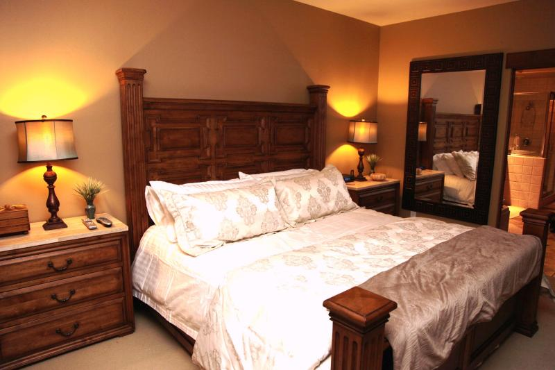 Comfy new King size bed in Master Bedroom with all the comforts of home. - Premium Location 4 min. walk to River Run Gondola - Sun Valley / Ketchum - rentals