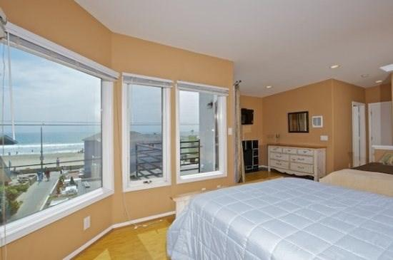 Master Bedroom with Ocean Views - 718 Sunset - Mission Beach 3BR Home - Stunning Views - Mission Beach - rentals