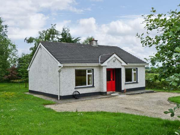 KATE'S COTTAGE, detached, single-storey, open fire, rural location, near fishing, Taughnamore near Carrick-on-Shannon, Ref. 16325 - Image 1 - Kilmore - rentals
