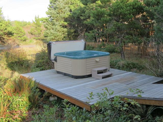 Hot Tub - Nedonna House ~ Three Bedroom ~ Hot Tub, Wi-Fi - Rockaway Beach - rentals