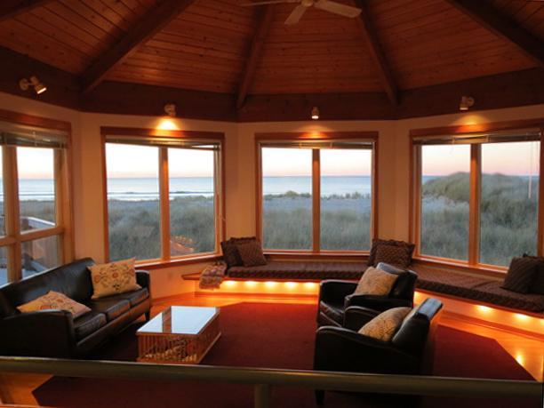 Willett's House ~ Ocean Front, 4 Bedroom, Hot Tub - Image 1 - Rockaway Beach - rentals
