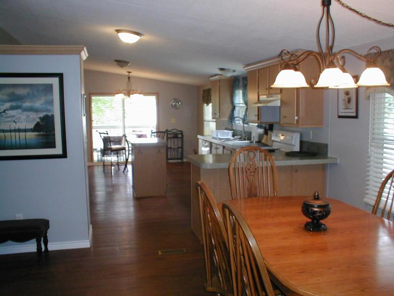 Main Living Area - 3/2 Canal Home $150/weekday-$275 weekend - Granbury - rentals