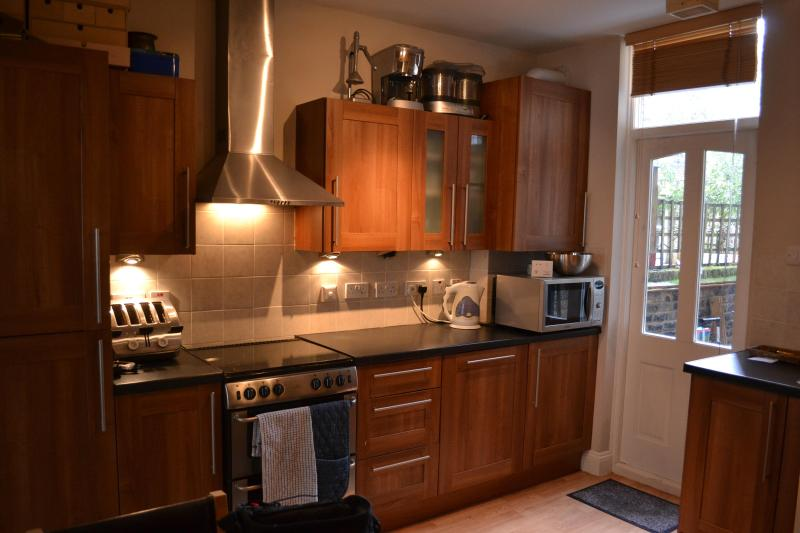 guest wanting looking for long stays may use the kitchen - London Bed and Breakfast in Bonnington Square - London - rentals