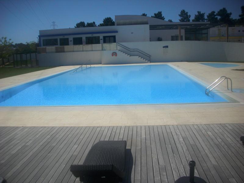 large pool kids pool top right with rattan pool furniture - LUXURY LISBON COAST RESORT APT A/C+PRIVATE BALCONY - Palmela - rentals