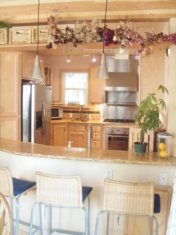 Kitchen - Cute Cottage Downtown Coeur'd Alene Walk to beach - Coeur d'Alene - rentals