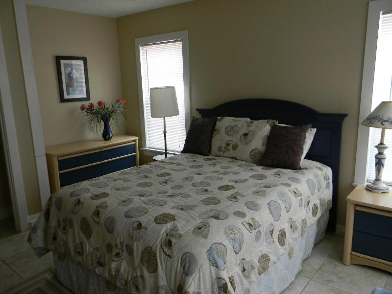 BUDGET RENTAL 1 BLK TO GREAT BEACH!- PLEASURE PIER - Image 1 - Galveston - rentals