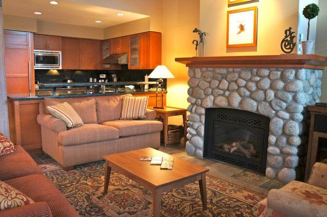 Enjoy the finest West Coast luxury in the heart of BC's premier playground. - Montebello 3.5 BR with Private hot tub - Whistler - rentals