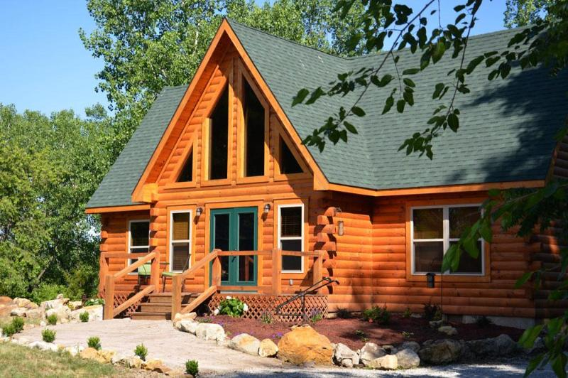 Front of the Lodge - Circle O Lodge & Tree Farm - Marceline - rentals