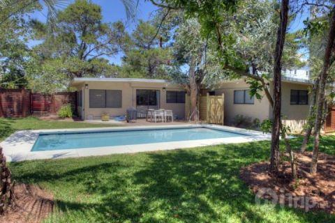 Inground pool with a Eucalyptus Tree in back yard!  Relax and unwind while gentle breezes carry the smell of fresh eucalyptus across the pool deck and - Agua Luz - Santa Rosa Beach - rentals