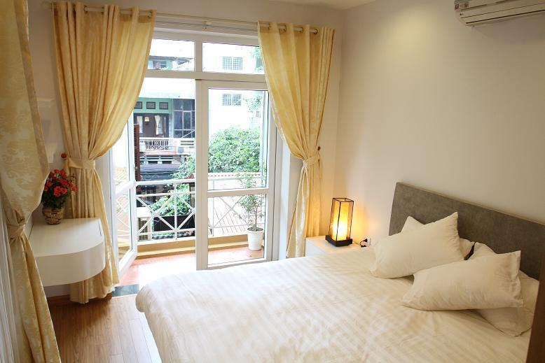 Bedroom with lovely balcony - 1 bedroom apartment in the heart of Hanoi - Hanoi - rentals