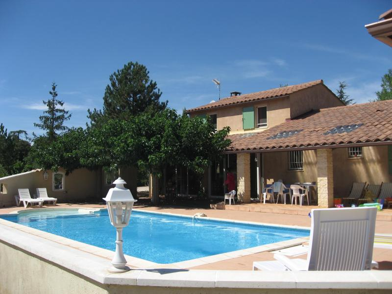Peace and total well-being by the pool - La Roc' Bruyere, Pet-Friendly 3 Bedroom Villa with Private Pool in Luberon - Saint-Saturnin-les-Apt - rentals