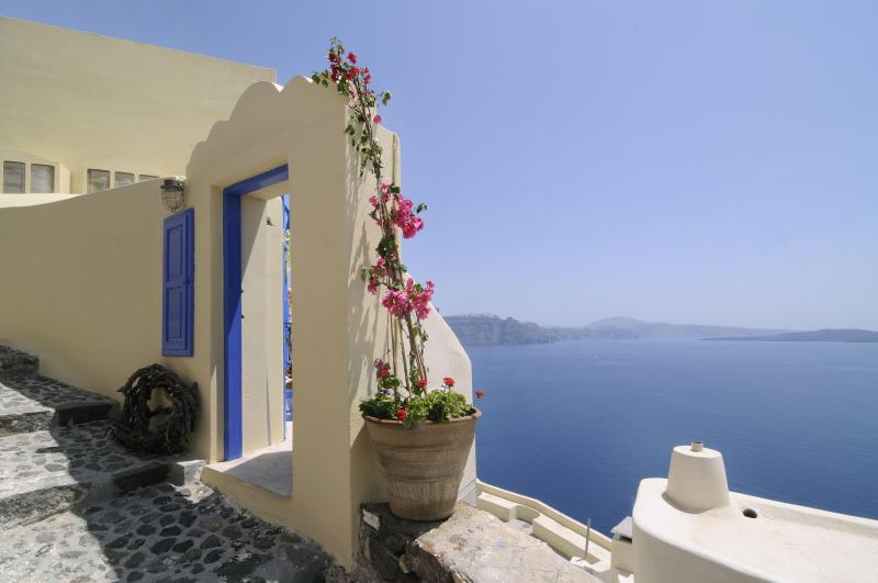 The entrance of Ilivatos. - Ilivatos  Oia  .. The house of your private escape - Oia - rentals