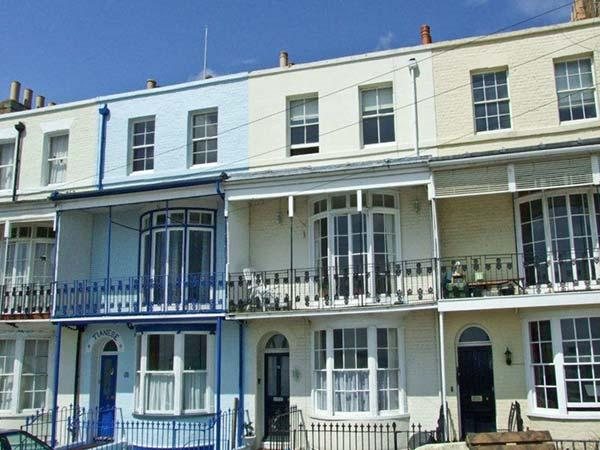 SANDSVIEW, a terraced cottage, with sea views, four bedrooms, two bathrooms, and a balcony, in Ramsgate, Ref 13473 - Image 1 - Ramsgate - rentals