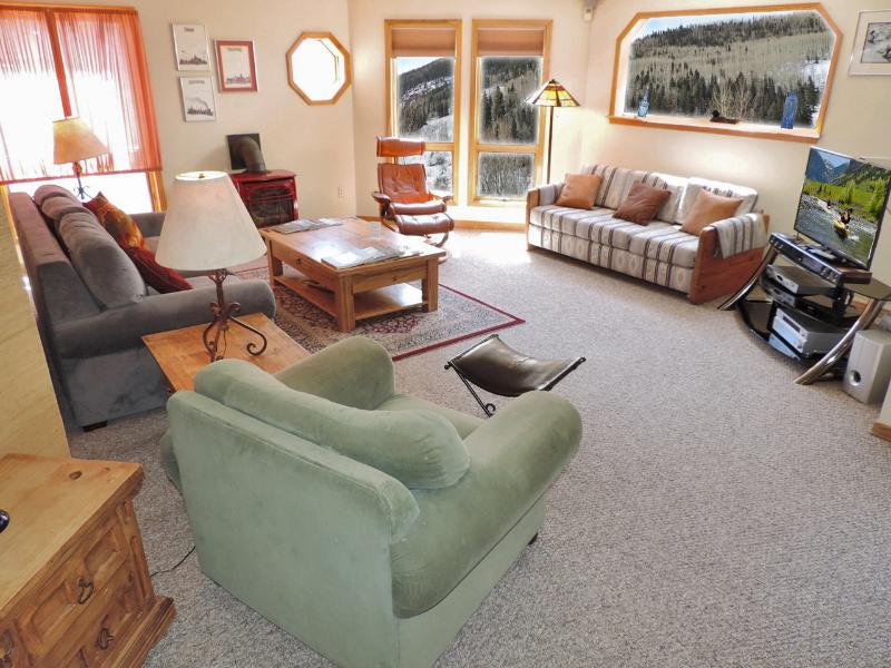 Living are has it all - recliners, sleeper sofas, high end entertainment system and mountain views! - Sunny & Bright Condo in Town Easy Walk Everywhere - Telluride - rentals