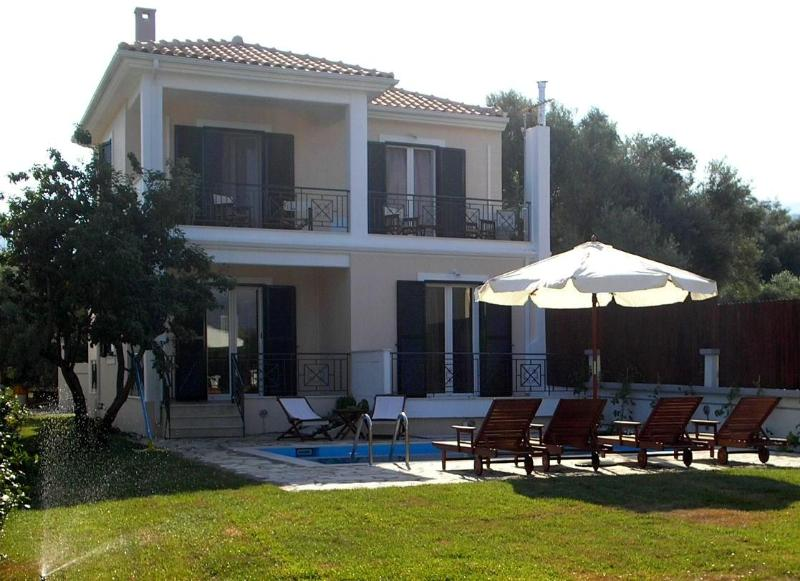 "Fachade of the villa with the private pool area - ""Mediterraneo Home"" villa with pool by the sea - Nikiana - rentals"