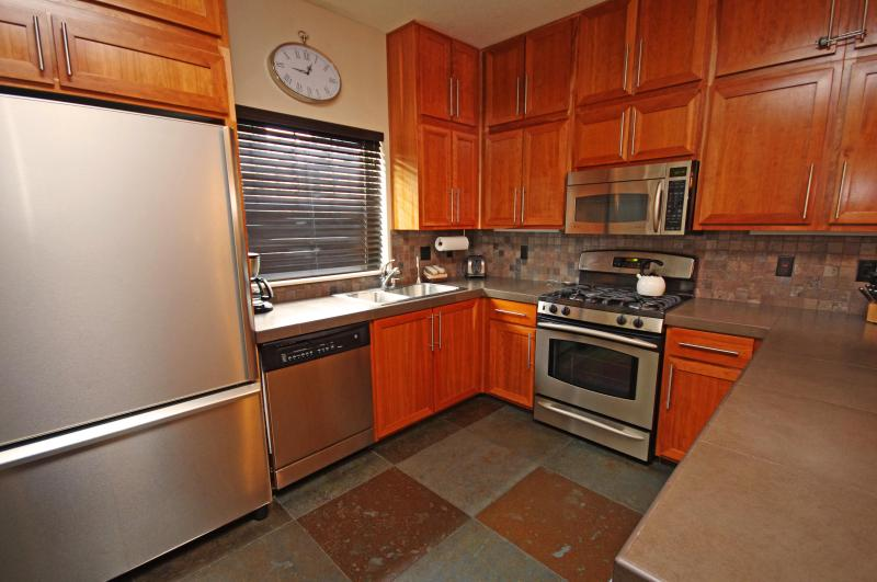 Fully Equipped Kitchen - Listing #392175 - Collins Lake Resort- Ski Free Midweek,Winter Deals - Government Camp - rentals