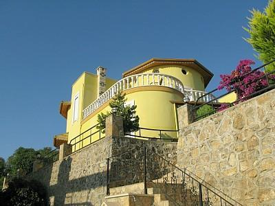 Exterior view of villa from pool side - Large 3 Bedroomed Villa in Alanya on the Med Coast - Alanya - rentals