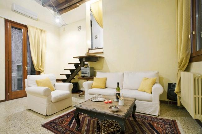 A charming, fully refurbished duplex in front of Palazzo Fortuny and a stone's throw from the Grand Canal - Image 1 - Venice - rentals